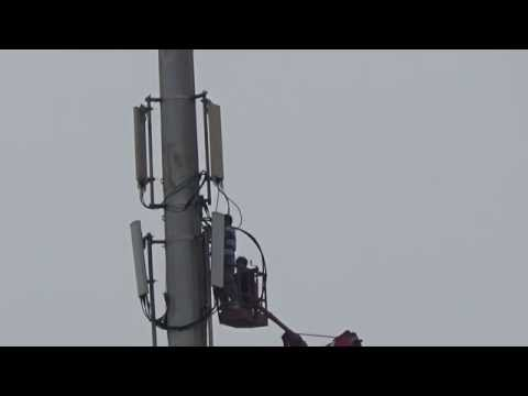 Repair Mobile Phone Base Stations High in The Sky 6.高空中維修手機基