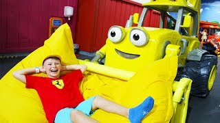 Али и Адриана на Детской площадке Mattel Playground Playtown в Дубаи