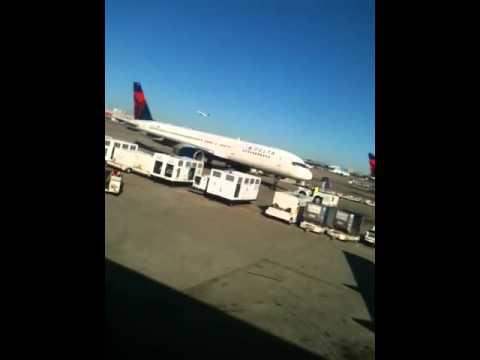 Boeing 757 push back Atlanta int air port