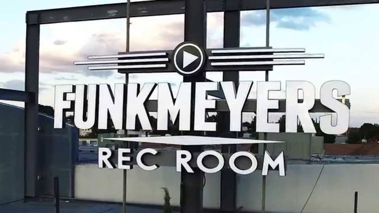 Funkmeyers Rec Room Trivia Promotional Advertising