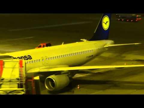 D-AIUN Lufthansa Airbus A320 Sharklets night parking Hamburg