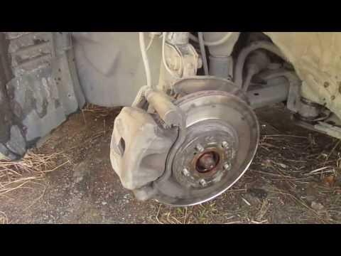 Замена тормозных колодок и передних тормозных дисков TOYOTA AVENSIS II