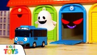 차고지 유령이 나타났어요! | 장난감 버스 주차장 경찰…