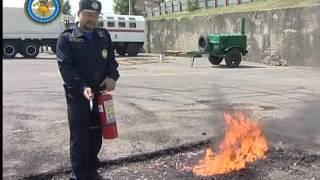видео Как пользоваться огнетушителем. Инструкция по применению.