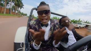 Pallaso & Weasel - Am Coming