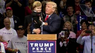 Parents Or Donald Trump? Little Kid At Trump Rally Chooses To Stay With Trump - FNN