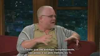 Repeat youtube video Philip Seymour Hoffman no The Late Late Show [LEGENDADO]