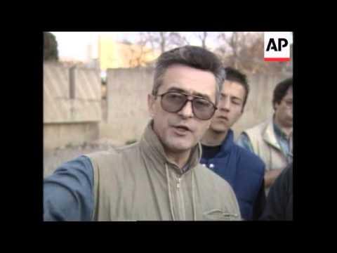 KOSOVO: SERBS TAKE PRESS ON TOUR OF PRISTINA