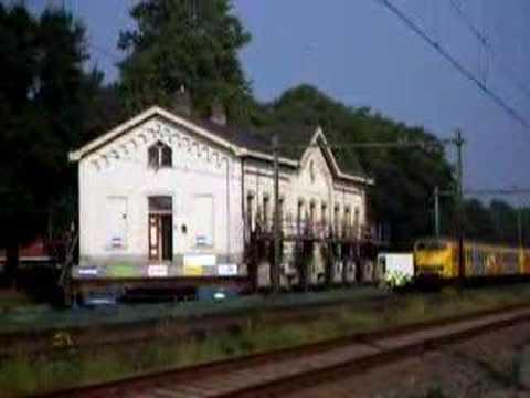 Station Op Wielen Houten.Verplaatsing Oude Station Houten Youtube