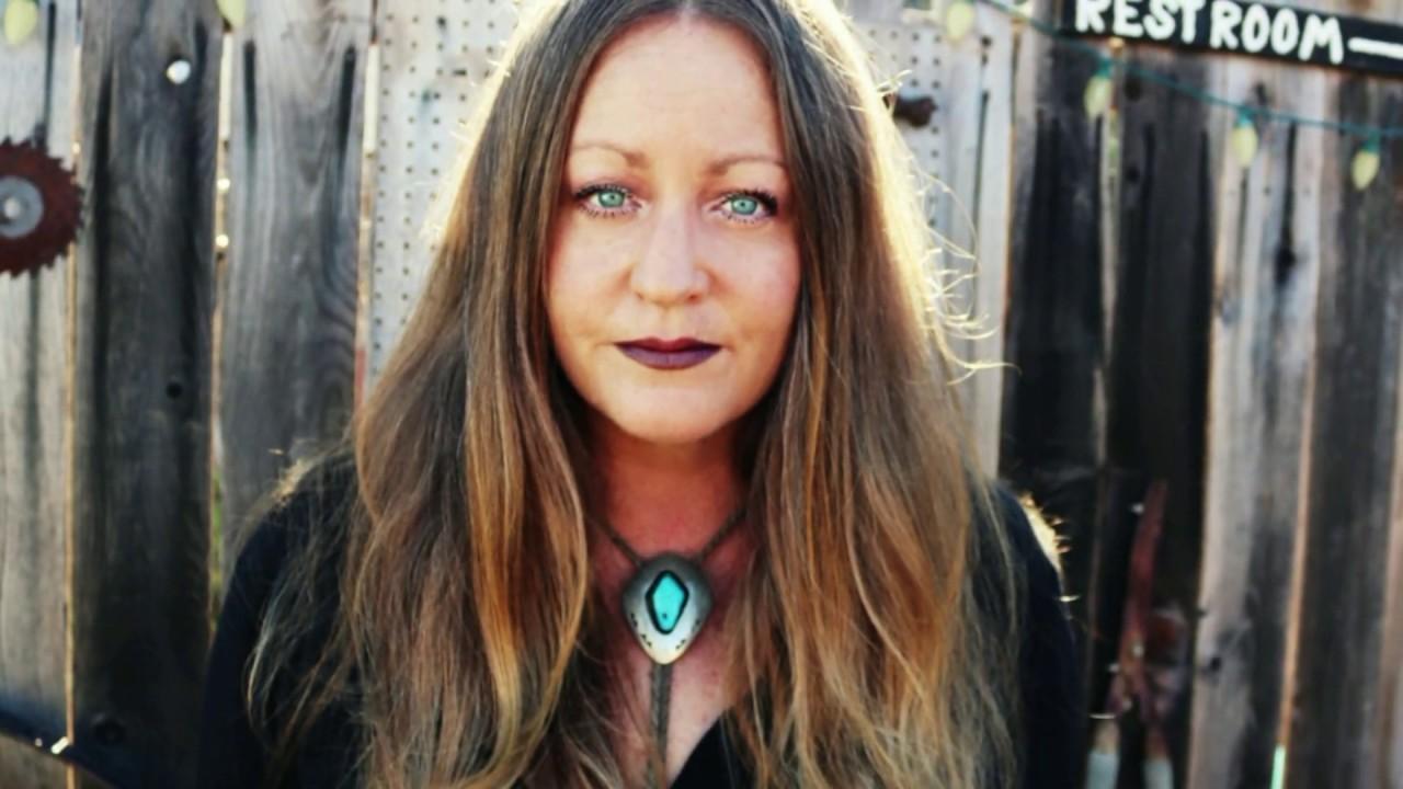 Amanda Crew Desnuda category: boss ladies - lady brain presents