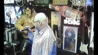 Holger singt das nennt man blues im Karaoke Fun Pub Stuttgart http://www.funpub.de