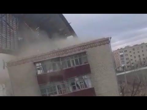 Ураган в Казахстане сносит крыши домов