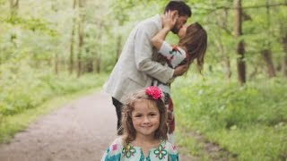 Man Proposing Marriage to Woman Also Asks Her Daughter if He Can Be Her Dad thumbnail