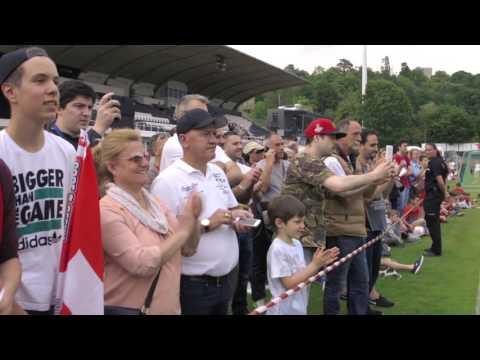 Jouer au foot avec les stars de l'équipe de football suisse