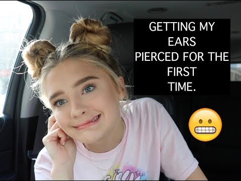 GETTING MY EARS PIERCED FOR THE FIRST TIME : VLOGMAS : Day 4