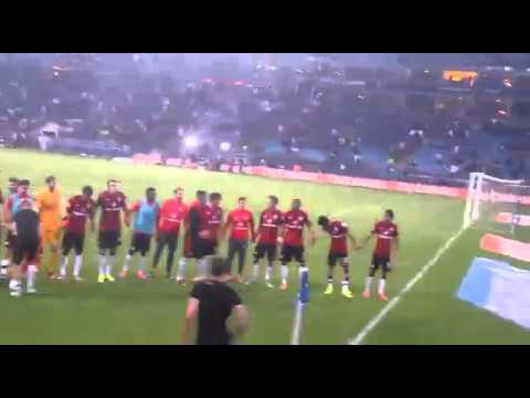 Haris Seferovic schenkt Fan Trikot HSV vs. Eintracht Frankfurt