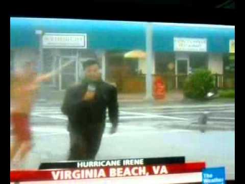 MAN STREAKS IN HURRICANE IRENE ON LIVE NEWS - Virginia Beach,VA