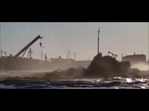 Горит Каспийское море. Буровая провалилась под воду. СМИ молчат.