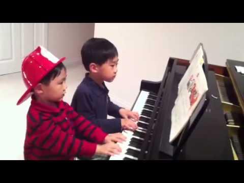 4 hands piano