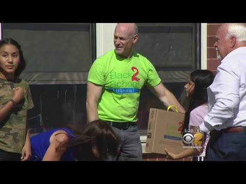 West Rogers Park Students Get Free School Supplies