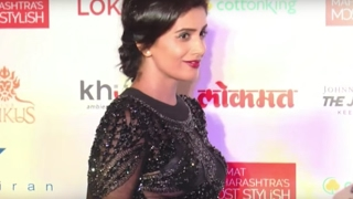 Bollywood actress oops moment caught on camera | video