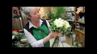 Белые розы: составление букета невероятной красоты своими руками (мастер класс по флористике).(, 2014-12-19T08:28:24.000Z)