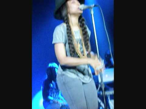 Erykah Badu - Fall In Love (Your Funeral) - Live In Chicago