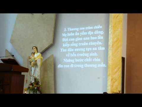 Cha Long đi rảy Nước Thánh - Nhà Thờ Tân Việt trưa 5.9.2011