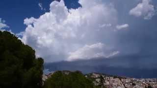 Tormenta desde Barcelona el día 29-07-2014. Se aprecia el Arcus y nubes mammatus