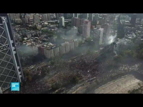 تجدد المواجهات بين المتظاهرين والشرطة في تشيلي وتراجع قياسي للعملة الوطنية  - 18:01-2019 / 11 / 13