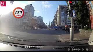 Видео момента аварии в Киеве на Саксаганского с регистратора Тесла  хронический нарушитель ПДД на ав