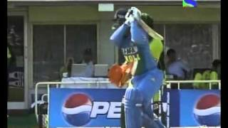 Download Virender Sehwag awesome bashing of Pakistan 74 off 40 balls vs 2005 Mp3 and Videos