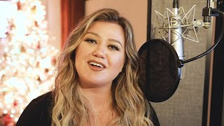 Kelly Clarkson Talks New BREAKUP-THEMED Christmas Song (Exclusive)