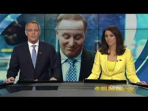 Prime Minister John Key apologises for waitress ponytail pull