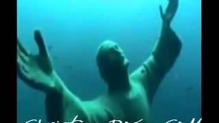 اكتشاف تمثال للسيد المسيح تحت الماء خطير