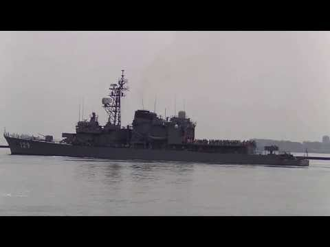 Japanese destroyer Yamayuki (DD-129) leaving Funabashi quay of Chiba Port(2)