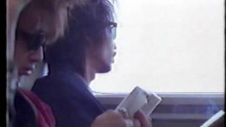 TV-GIG eZ より 車窓から景色を眺め、煙草をくゆらすハリーさん.