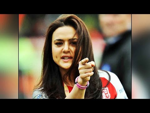 Preity Zinda offloaded from an airplane |Filmibeat