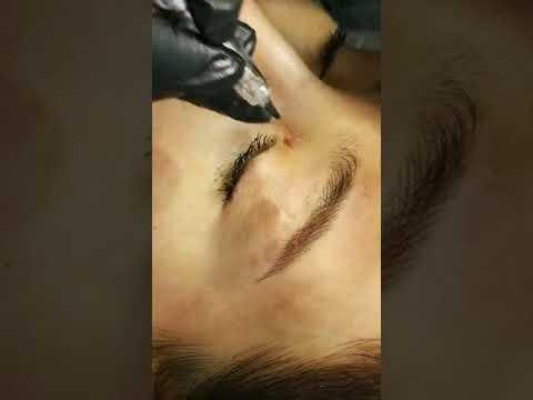 PMU Teacher Uses Biomaser PMU Machine HP-500 To Tattoo Eyebrow Customers At The Russian Exhibition