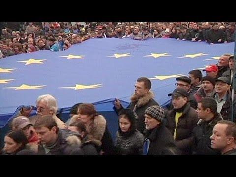 Ukraine : heurts à Kiev entre pro et anti européens