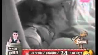 Repeat youtube video Farma Srbija 3 - Tina i Jelena se vacare u krevetu (full)