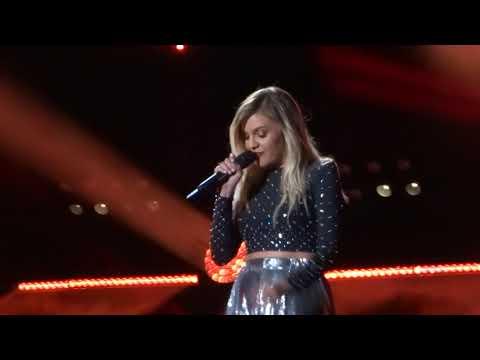 Kelsea Ballerini sings