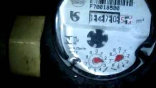Ar na tubulação, hidrômetro marca, empresa cobra.