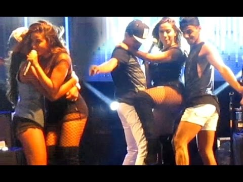 Fãs envade o Palco da Cantora Anitta