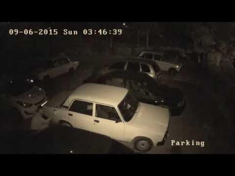 Таксист сливает бензин