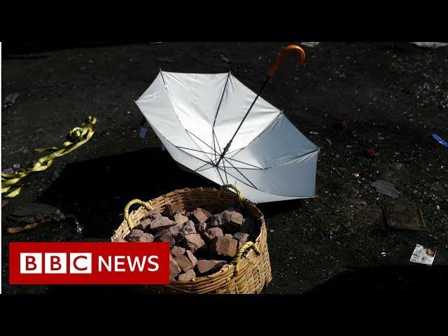 Clashes turn HK university into 'battleground' - BBC News
