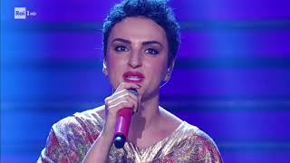 Arisa canta All you need is love - Celebration 21/10/2017 Resimi