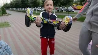 VLOG Диме купили ГИРОСКУТЕР! Первый тест драйв / GIROSKOOTER unboxing testing /(Распаковываем гироскутер и перывй раз катаемся! Ребенок в восторге! Unboxing and first test-drive of GIROSKOOTER! Kidd is very happy!..., 2016-06-09T05:46:35.000Z)