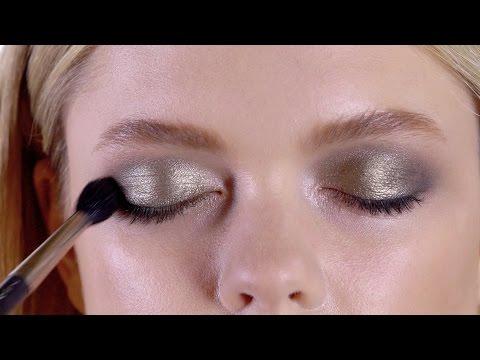 Новогодний макияж от MAC: винные губы и дымчатые глаза