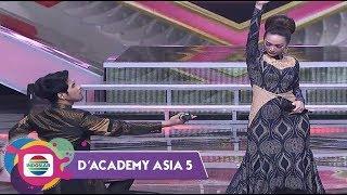 Download lagu GOKIL TAPI MESRA!!! Romantisnya Renz Fernando  & Zaskia Gotik Saling Merayu - D'Academy Asia 5